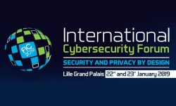 "Image bleue foncée et logo du FIC : ""International cybersecurity forum"""